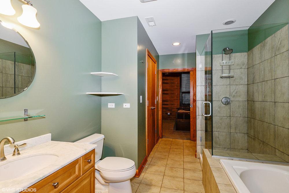 8_742LasalleSt_8_Bathroom_HiRes.jpg