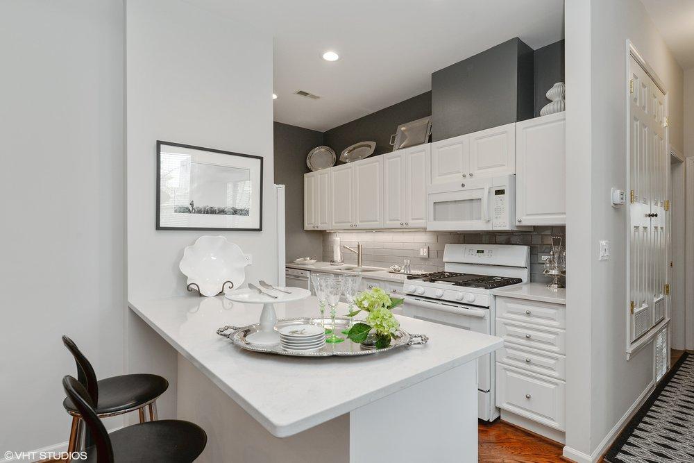 06_1510 Dearborn 204 Kitchen.jpg