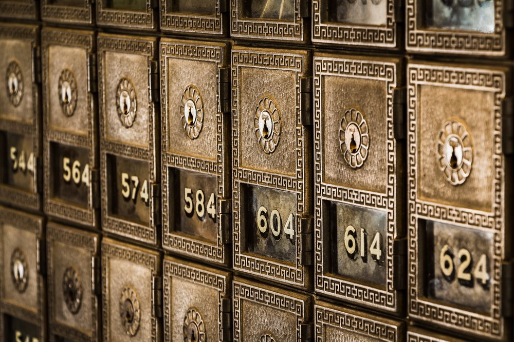 Mail Room - Retrieve daily deliveries in a secured package enclave, or sift through incoming mail from the comfort of the lobby's library lounge.