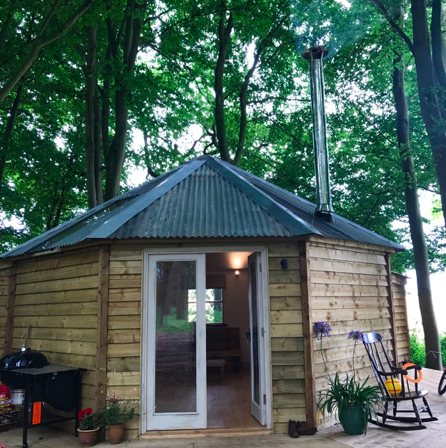 Woodpecker Tree Temple sleeps 4 in a king size bed and fabulous bunks