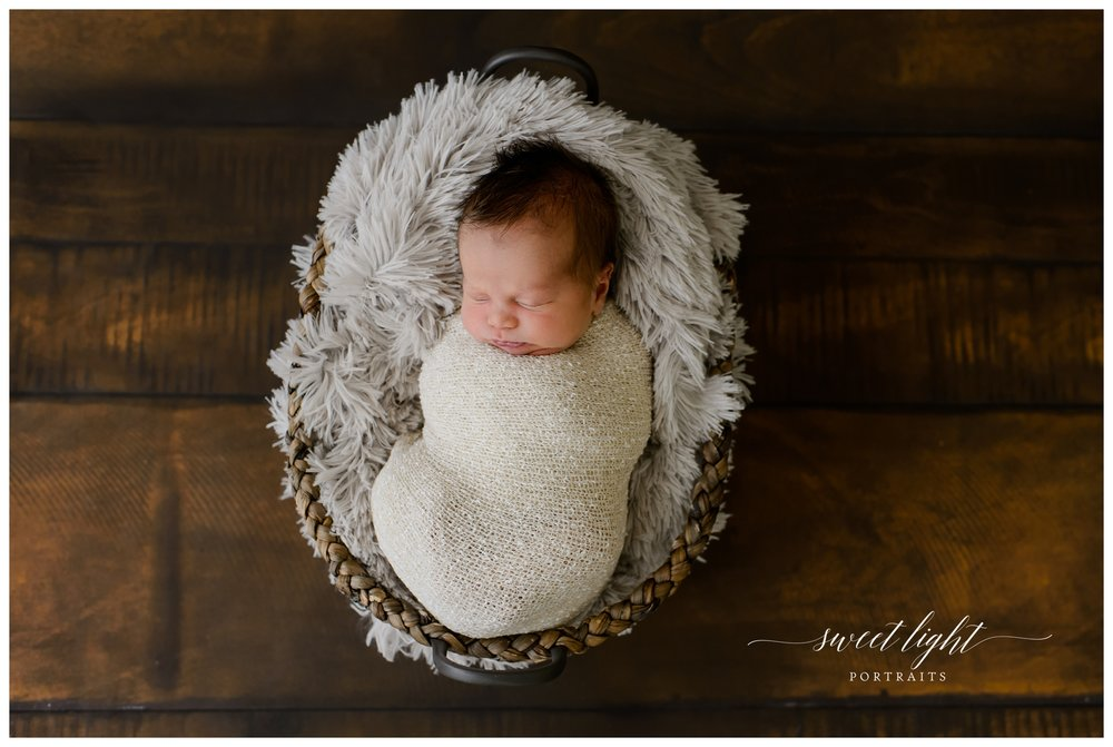 Sweet Light Portraits specialized in newborn & Baby pictures in Portsmouth, NH & Kittery, Maine. The Sweet Light studio Offers custom newborn packages for babies 7 to 14 days old.
