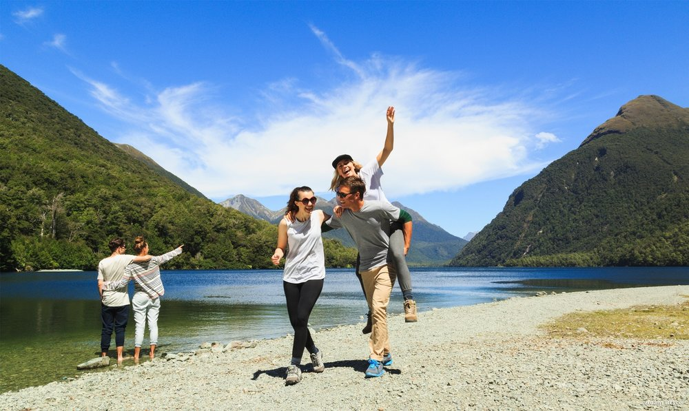 Are you an American who wants to live and work in New Zealand? SimpleGoldLife will tell you how to apply!