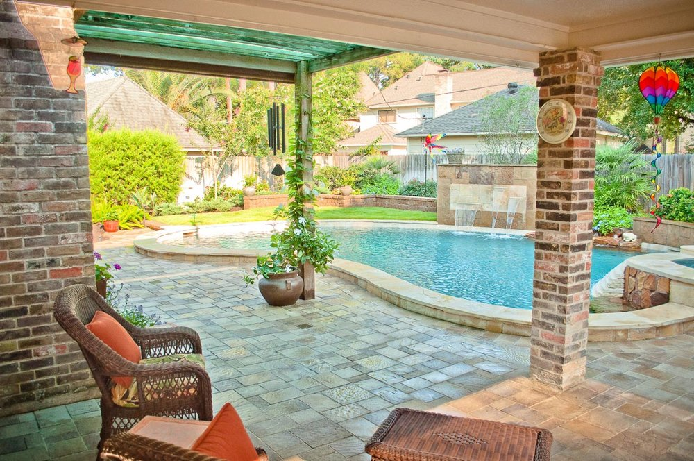 Woodlands Custom Pool Builder and Design 2.jpg