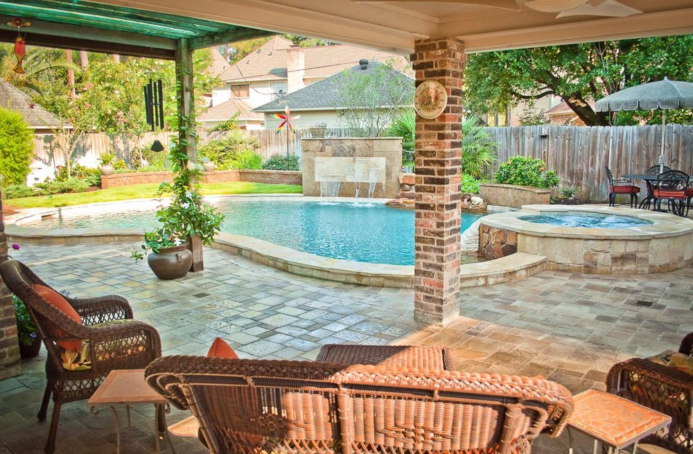 Woodlands Custom Pool Builder and Design 4.jpg