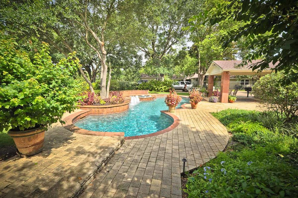 Woodlands Custom Pool Builder and Design 45.jpg