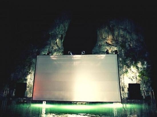 Ole_Scheeren's_Floating_Cinema_06