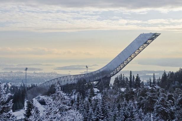 Holmenkollen_Ski_Jump_01
