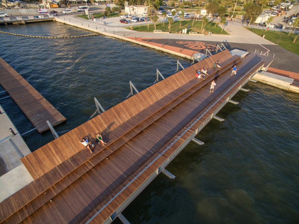 bostanlı footbridge +sunset lounge
