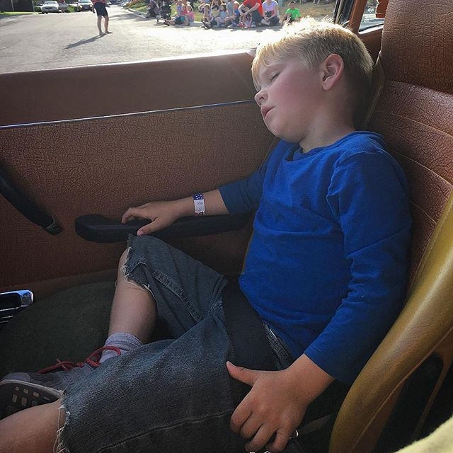 He did this last year too, made it about half way down main before falling asleep during the #cachevalleycruisein parade last week.