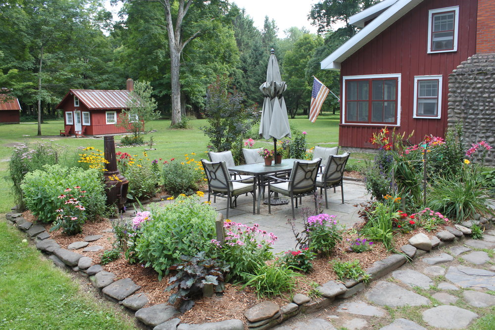 A Summer cabin to rent that's ideal for couples and groups alike in Central New York, CNY.