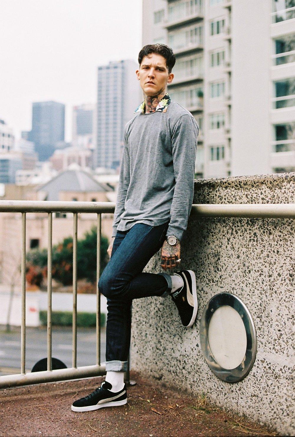 Long sleeve shirt: @inflation Jeans: @levis Shoes @puma Button up shirt: @jacklondon