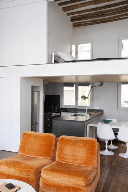 De-lancien-au-moderne-du-salon-à-la-cuisine-avec-chambre-500x750.jpg
