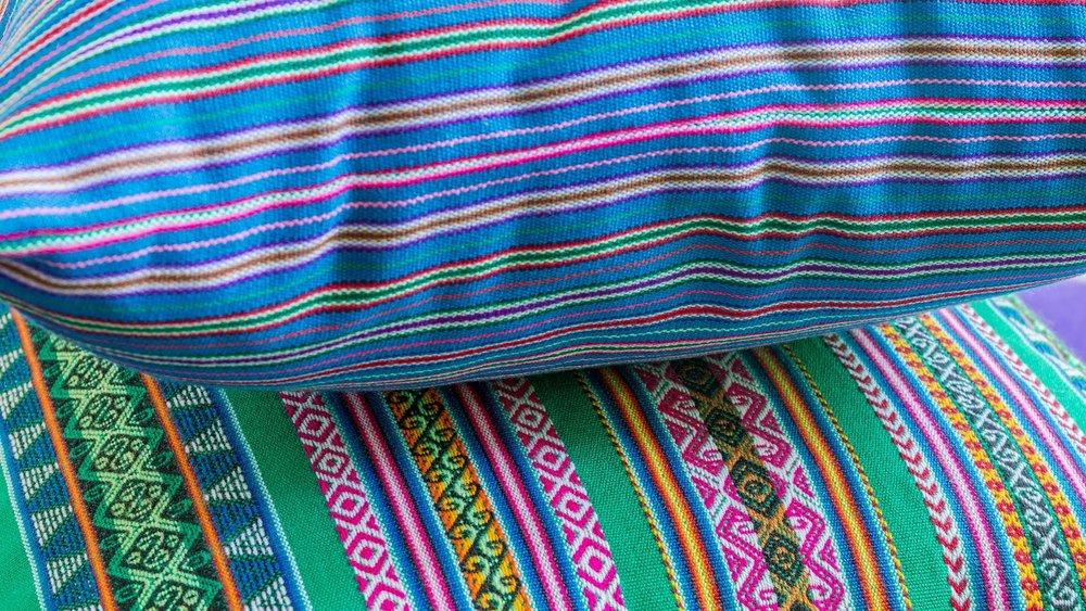 Coussin ethnique Adjamée - Modèles  Arequipa Bleu  et  Cuzco Vert