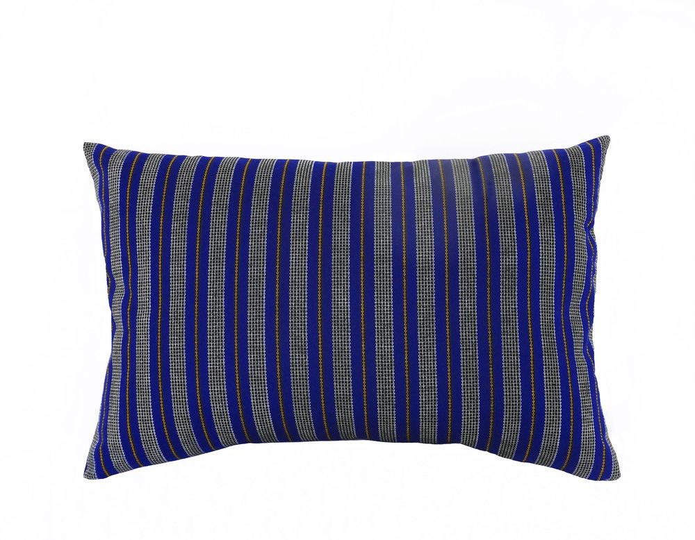 coussin-adjamee-ligne-bleue-rectangle.jpg