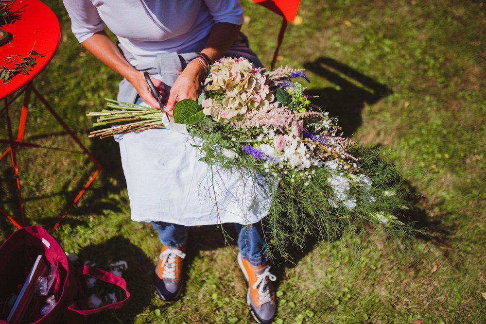 Compositions florales pour une déco de mariage champêtre