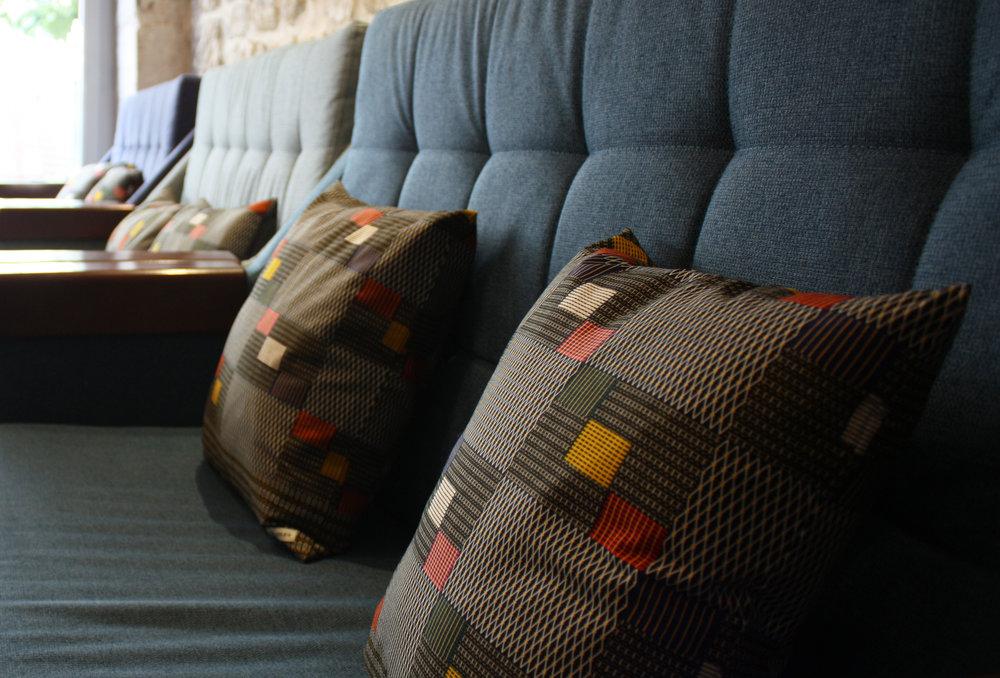 Adjamée_hotel_basss_coussins_2B.jpg