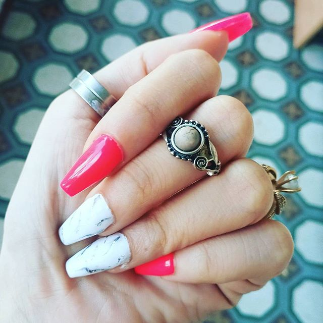 👀👀😍😍😍 Sometimes you need something awesome to start the weekend. #nails #nailsofinstagram
