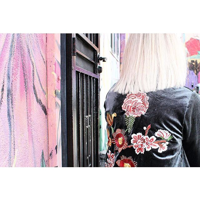 Florals and velvet💗🌸 Kasmir kimono. Tap to shop.  #piarossini #velvet #kimono #jacket #floral #embroidery #fashion #humpday #love #wednesday #prefall2018 #blonde #girl