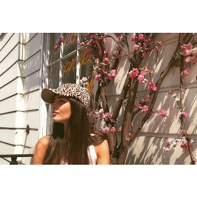 Lunch in the sun @daisygreencollection wearing the Catarina cap 🧢 ☀️ #piarossini #sunshine #summer #lastraysofsummer #fashion #leopardprint  #lunch #london #daisygreen
