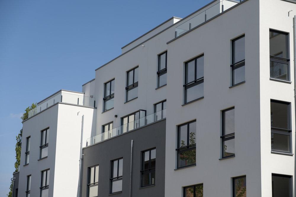 Dans les grands immeubles, composés de plusieurs blocs, il est possible de faire gérer chaque bâtiment de manière séparée, par plusieurs copropriétés.