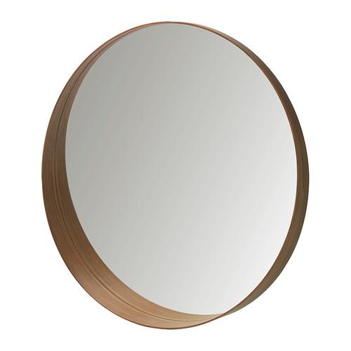 Un grand miroir  IKEA , pour agrandir et illuminer l'espace