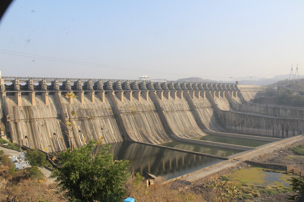And here's the dam! From  Wikipedia .