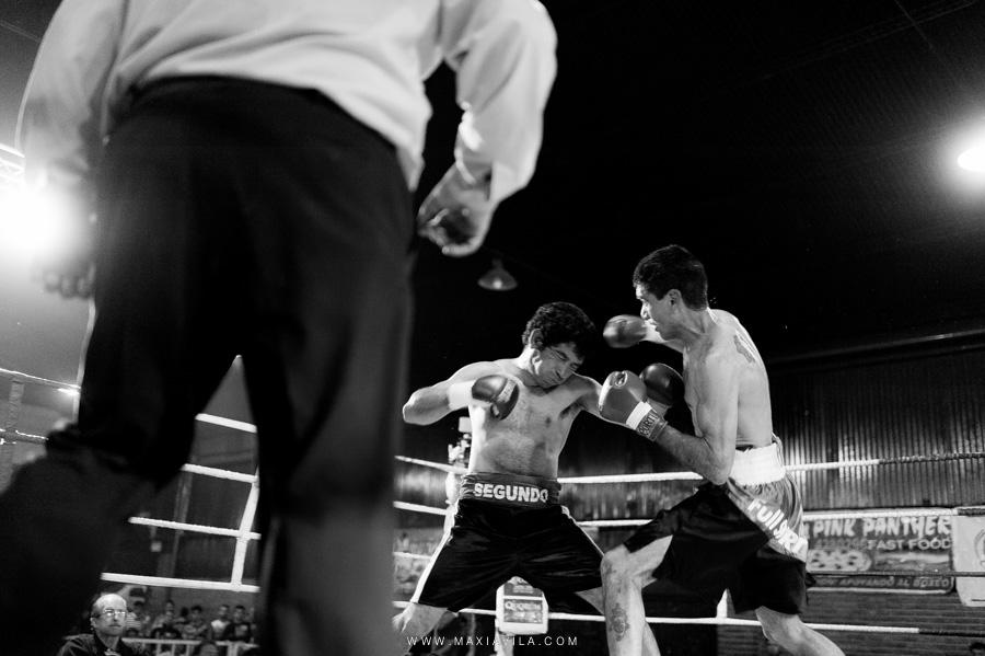Fotografía de  boxeo en blanco y negro, fotoreportaje de boxeo en córdoba,