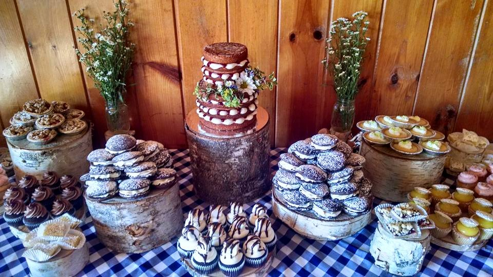 Picnic Themed Naked Cake and Sweet's Table