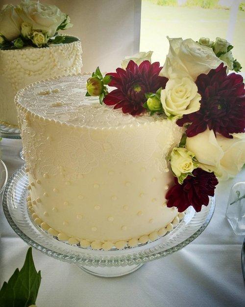 Weddings — Autumn Nomad Cakes & Cafe