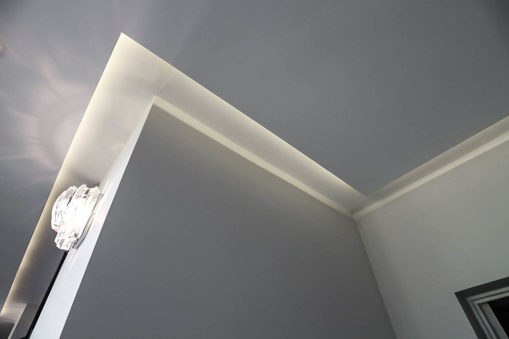 Ceiling Expression   Glow to Wall Washing lifts the ceiling to dramatic effect.