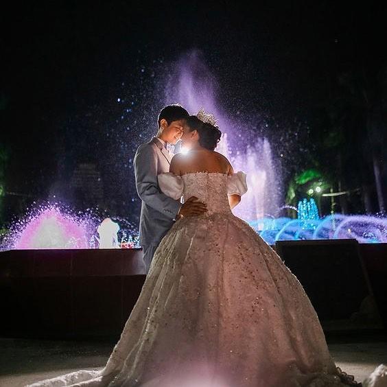 This fairytale wedding is absolutely amazing 🏰⎜📷: Powershot Photography #weddinginspo #weddinginspiration #weddingday #cinderella #fairytalwedding #weddingphotography #ido #thekiss #princess