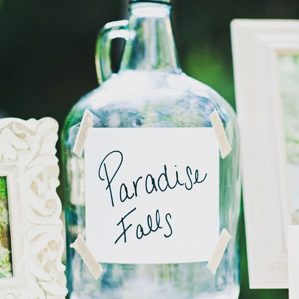 """This is an amazing way to incorporate Disney into your wedding with a little help from """"Up"""" 🎈⎜📷: @desireeshueyphoto #weddinginspo #weddingday #weddinginspiration #ido #weddingreception #bride #weddingphotography #disneywedding #up #paradisefalls"""