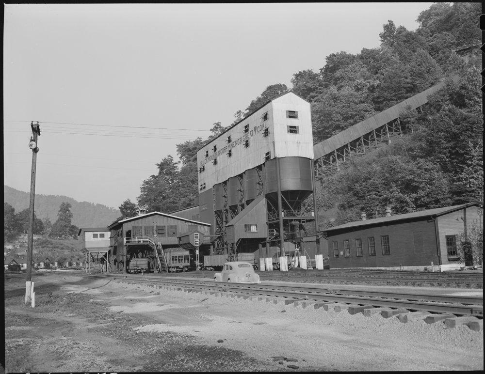 Tipple_of_Mine_^31._Black_Mountain_Corporation,_30-31_Mines,_Kenvir,_Harlan_County,_Kentucky._-_NARA_-_541267.jpg