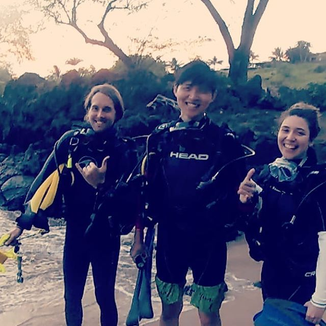 A quick photo before an awesome night dive at Makena 🤙