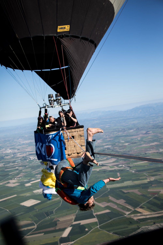 Ballon Highline Spanien Niklas Laspesch hoch-3.jpg