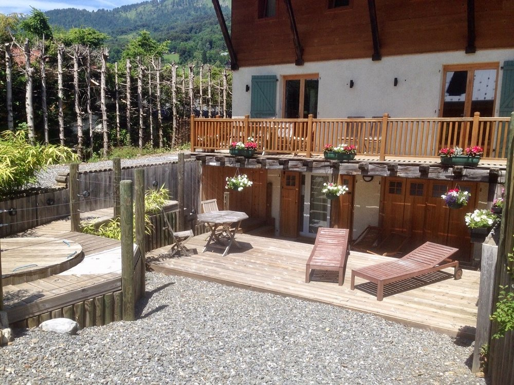 Just looking at this photograph makes me feel relaxed - I want to be back there!  (photo credit: Chalet Le Kiwi Vert)