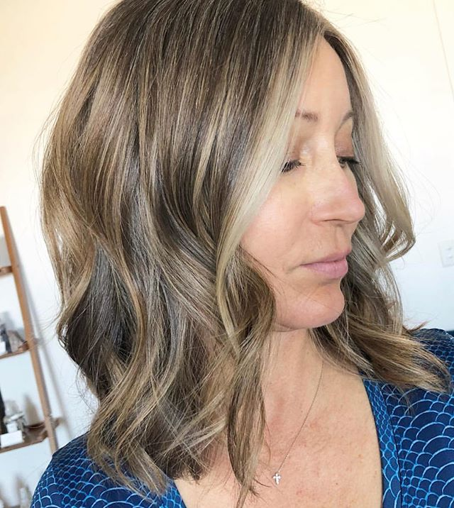 Natural coloring methods are an amazing way to create gray blending and bring out a clients natural beauty 🖤🖤 @hair_by_courtney_k