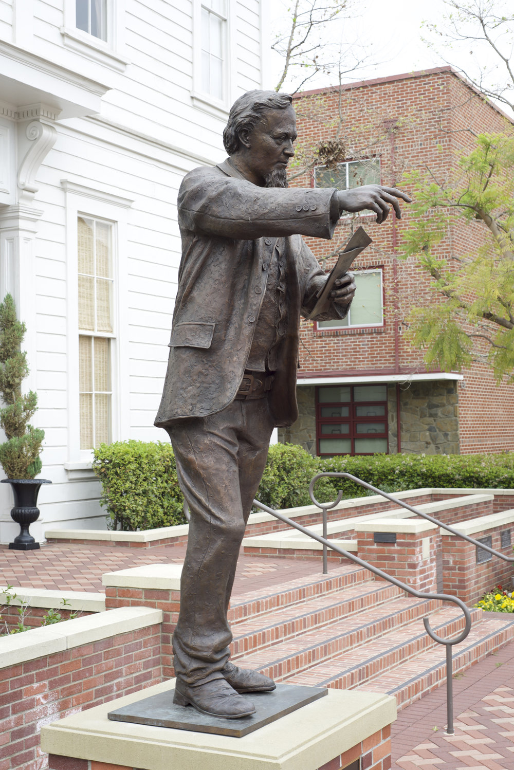 Slatoff_IllustratedMan_Bronze_8ft_PhotoBy_MatthewSegotta_DSC_2120.jpg
