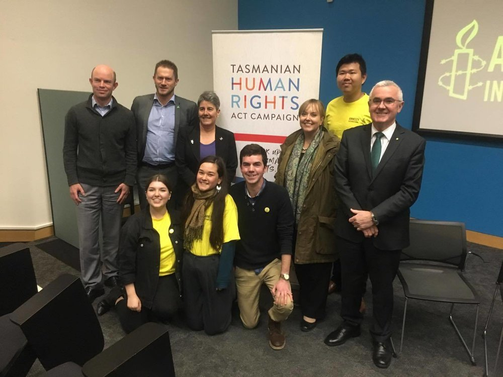 - Left to right: Richard Griggs, Richard Atkinson (Greens Kingborough Councillor), Robin Banks, Lara Giddings Tas MP (Labor), Bernard Goh (UTAS Amnesty International), Andrew Wilkie federal MP (Independent). Kneeling: UTAS Amnesty International members Molly Bird, Nina Hamasaki, Oliver Hovenden