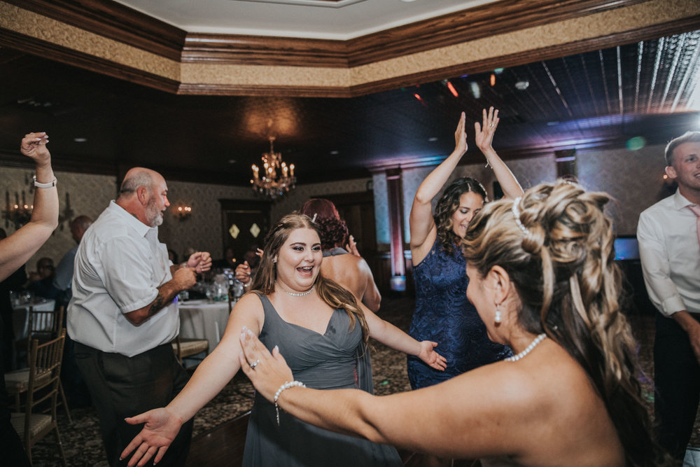 NewJersey_Wedding_Photography_Brigalias_Reception_Tara&Pete-100.jpg