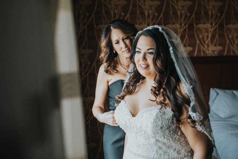 New-Jersey-Wedding-Photography-Brigalias-Deanna&Darryl-GettingReady-91.jpg