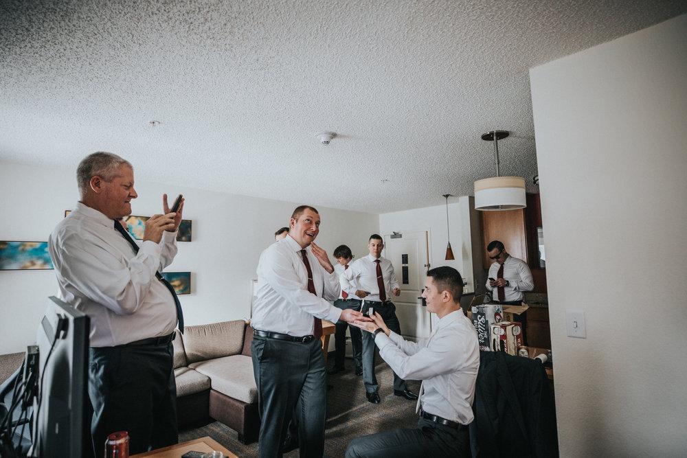 New-Jersey-Wedding-Photographer-JennaLynnPhotography-Blue-Heron-Pines-Sami+Nick-GettingReady-75.jpg