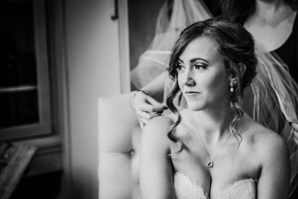 New-Jersey-Wedding-Photographer-JennaLynnPhotography-Blue-Heron-Pines-Sami+Nick-GettingReadyBW-131.jpg