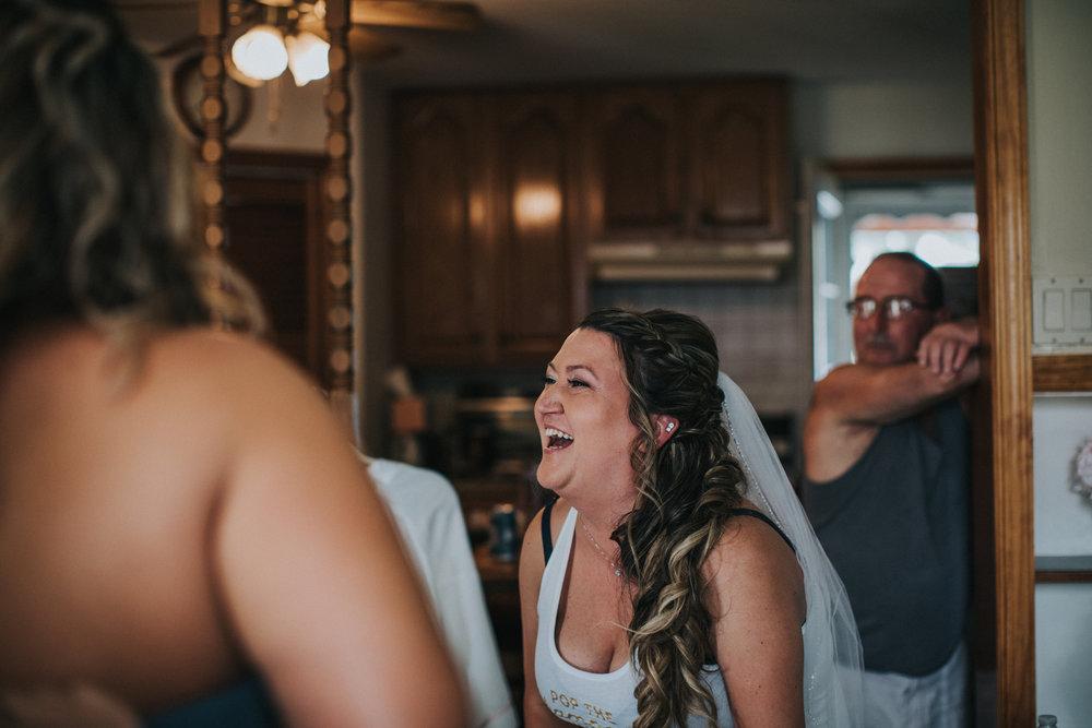 New-Jersey-Wedding-Photographer-JennaLynnPhotography-ValenzanoWinery-GettingReady-17.jpg