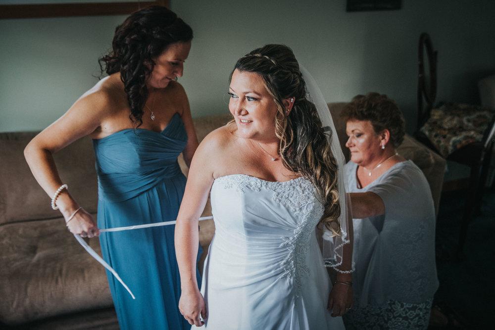 New-Jersey-Wedding-Photographer-JennaLynnPhotography-ValenzanoWinery-GettingReady-37.jpg
