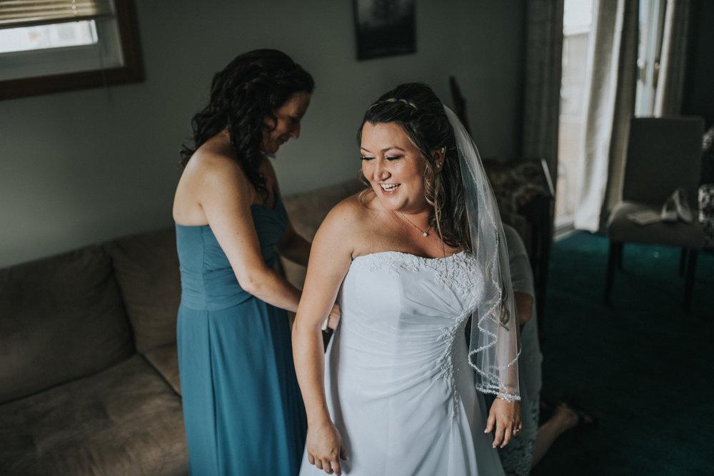 New-Jersey-Wedding-Photographer-JennaLynnPhotography-ValenzanoWinery-GettingReady-86.jpg