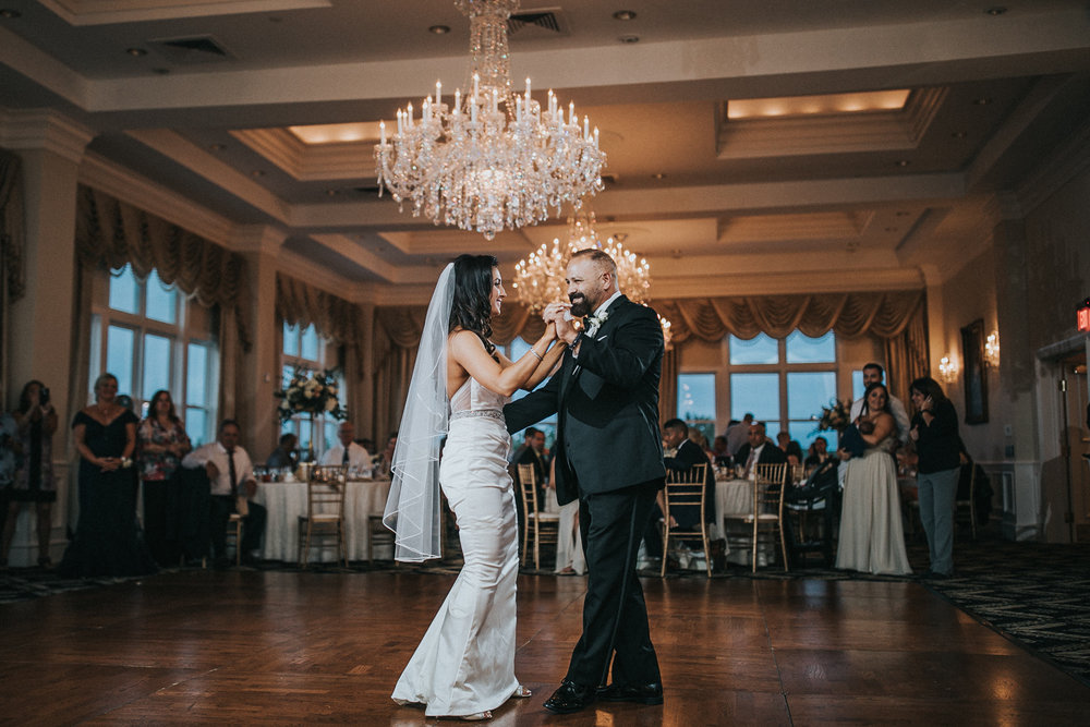 New-Jersey-Wedding-Photographer-JennaLynnPhotography-Trump-National-Golf-Club-Philadelphia-ErikaChris-Reception-180.jpg