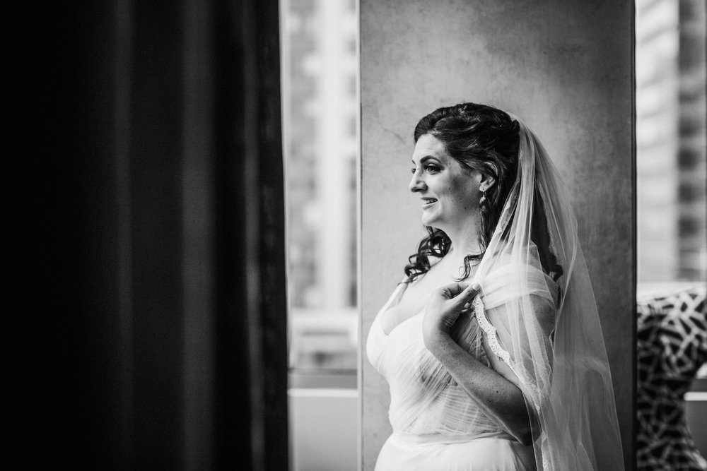 JennaLynnPhotography-NJWeddingPhotographer-Philadelphia-Wedding-ArtsBallroom-GettingReadyBW-95.jpg