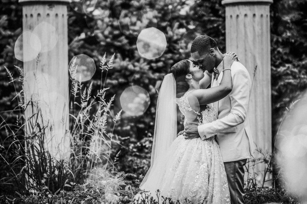 New-Jersey-Wedding-Photographer-Jenna-Lynn-Photography-TheWaterFall-Wedding-Bride&GroomBW-50.jpg