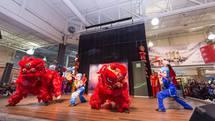 Lion dance in action. 李文啟武術學院帶來醒獅表演